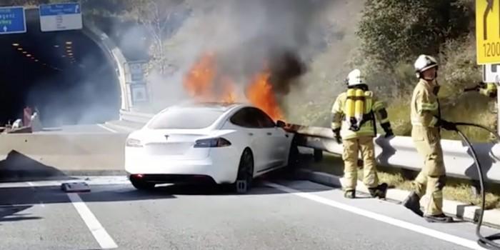 2014年Model S自燃原因新调查:疑有人用枪射击电池