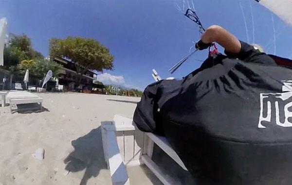 希腊一男子玩滑翔伞欲为妻子制造惊喜反撞沙滩椅