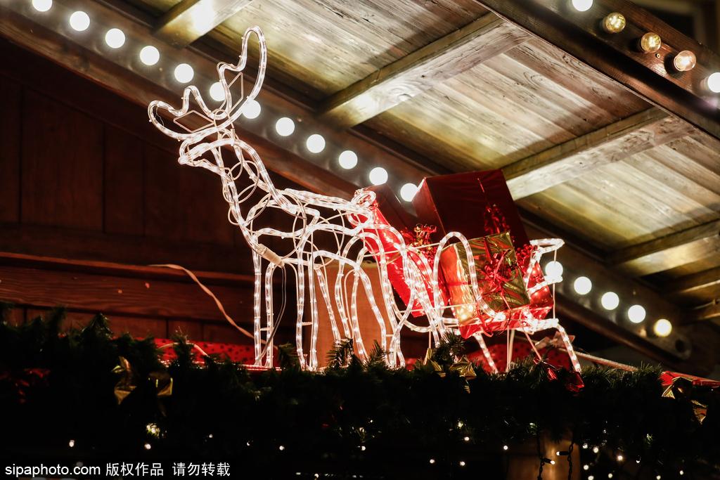 圣诞临近 德国安斯巴赫圣诞市场装饰繁复琳琅满目