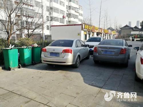 """追踪丨潍坊这个""""无名巷""""成监管盲区 车辆乱停乱放短期内难解决"""