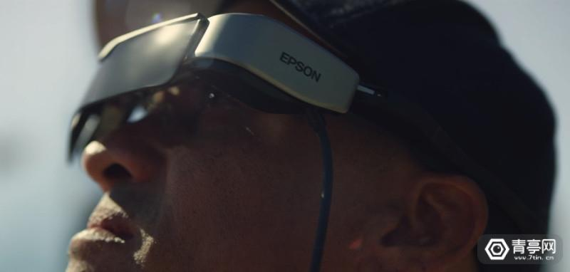 利用爱普生智能眼镜 美国消防员以第一人称视角操控大疆无人机