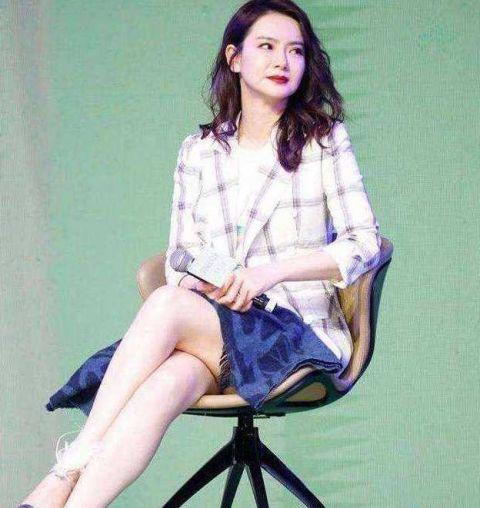 有一种腿叫做戚薇的腿,腿白到发光,美到飞起