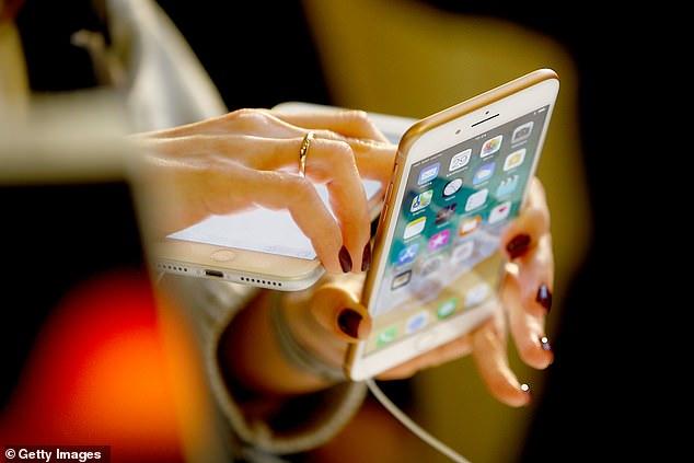 iPhone真的防水!美游客遇船失事拨打iPhone获救