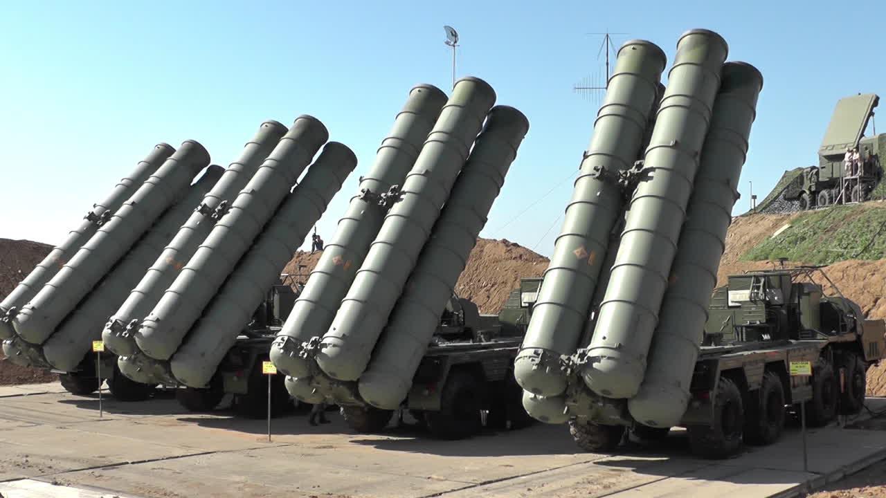 俄在克里米亚开展防空演练 出动S400导弹系统