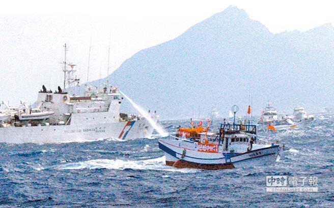 """日本抗议台渔船""""入侵""""钓鱼岛,台媒:把台湾当软柿子吃"""