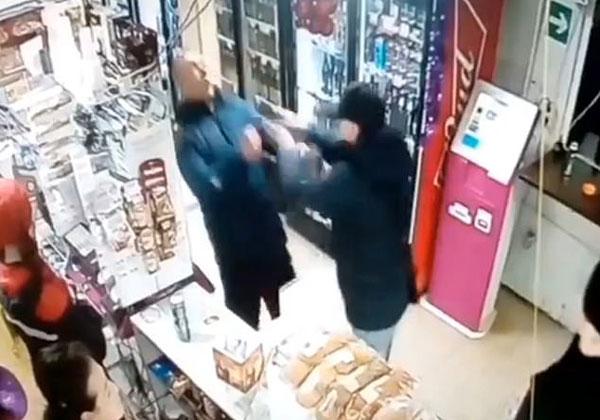 俄罗斯一顾客因与收银员攀谈被后面顾客殴打至死