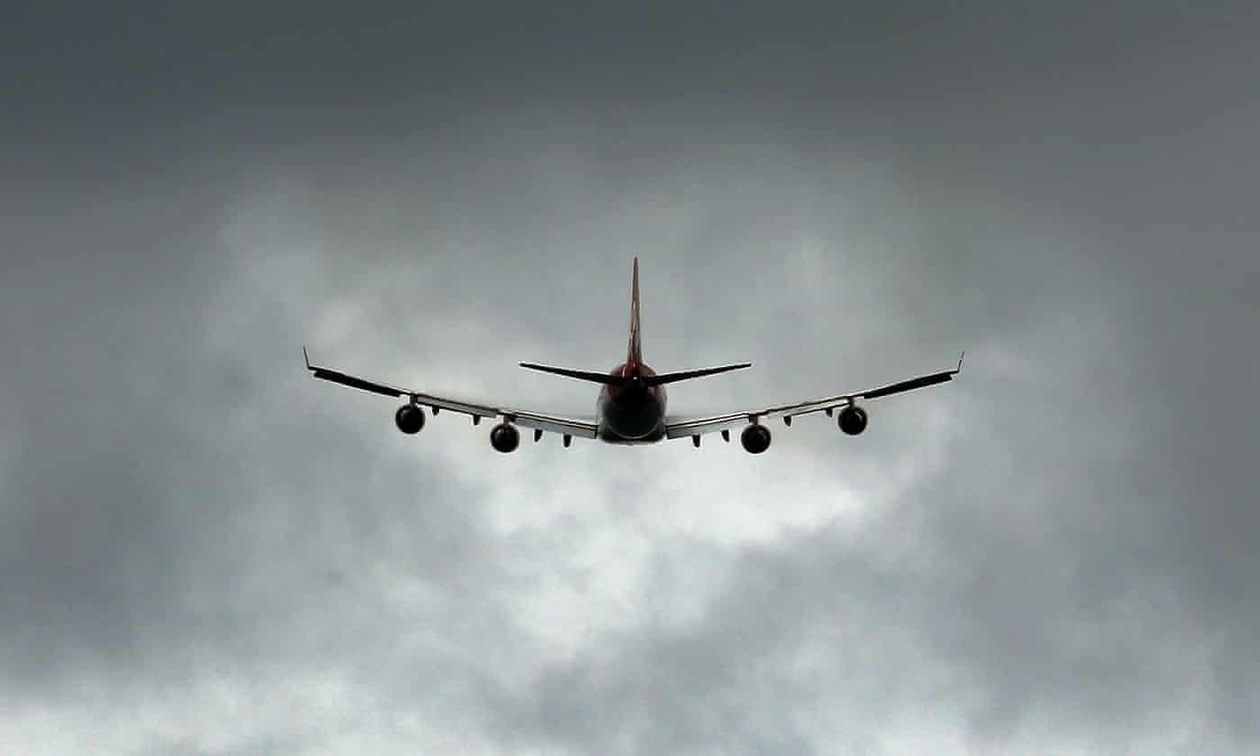 受无人机干扰影响 伦敦一机场一天内两度被迫关闭
