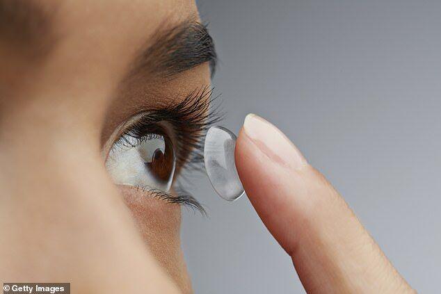 美疾控中心:佩戴隐形眼镜睡觉易引发角膜炎