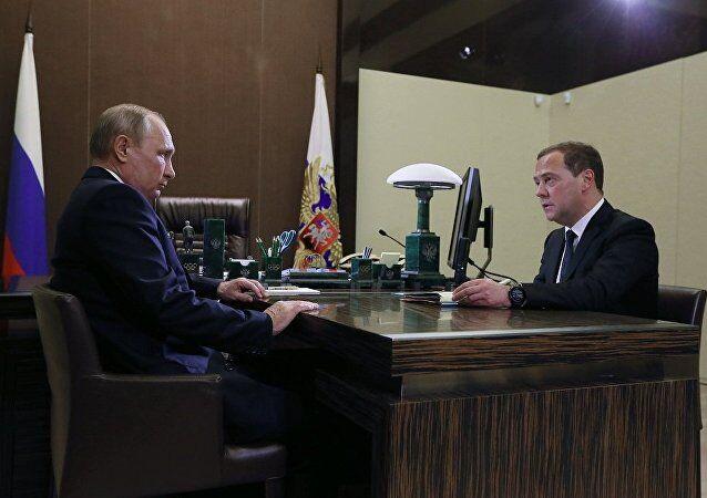 普京:俄罗斯需要突破 对梅德韦杰夫领导的工作总体满意