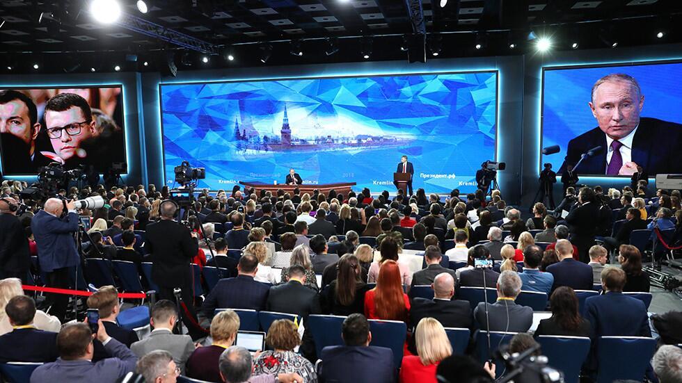 普京开玩笑:情报官员和记者有很多共同之处