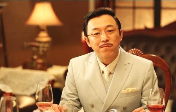 44岁黄渤全家照亮相,网友:最有夫妻相的夫妻,太喜剧