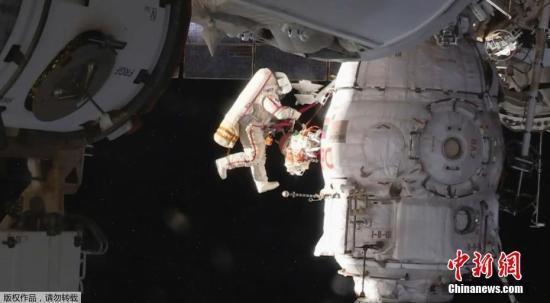原料图:2018年8月,俄罗斯飞走限制中心值班员发现空间站舱内有微量漏气形象,通过检查,他们在与空间站对接的联盟号飞船轨道舱壁上发现了一个直径约1.5毫米的穿孔。