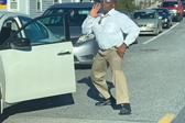 不如跳舞!美国一司机堵车期间下车跳搞笑舞蹈