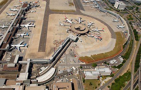 无人机入侵伦敦盖特威克机场 所有航班紧急停飞