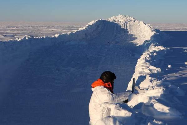 """特写:南极""""白夜""""采集雪坑样品记"""