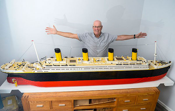 """英65岁老人两年用4万块积木重建""""泰坦尼克号"""""""