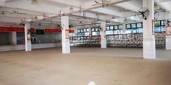 金立工业园:3年前人头攒动 如今厂房出租超市正搬走