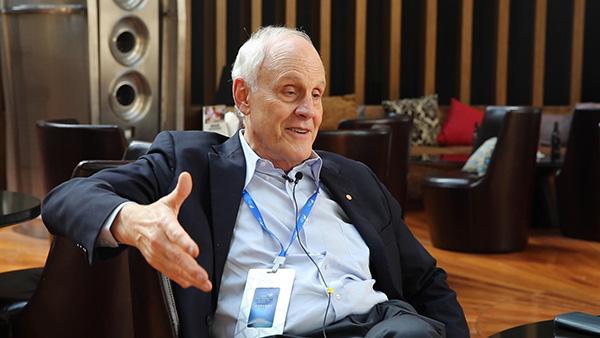 专访物理诺奖得主格罗斯:我要尽力帮助中国建设超级对撞机
