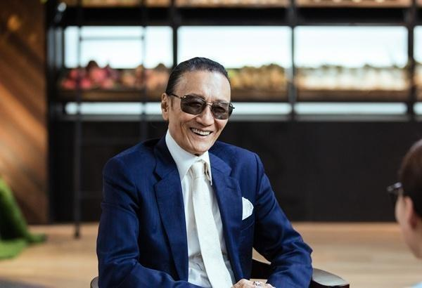 82岁谢贤与小49岁的女友CoCo复合,接受采访时的回应像个小孩