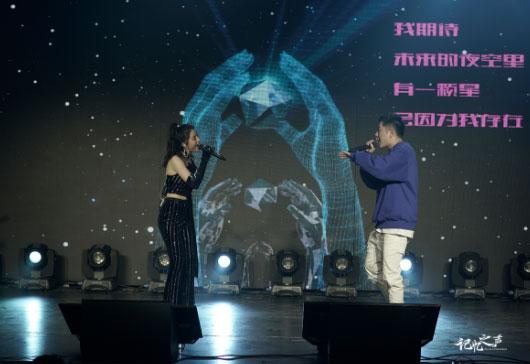 李嘉格《奇妙她》新专首唱会 王以太惊喜助阵