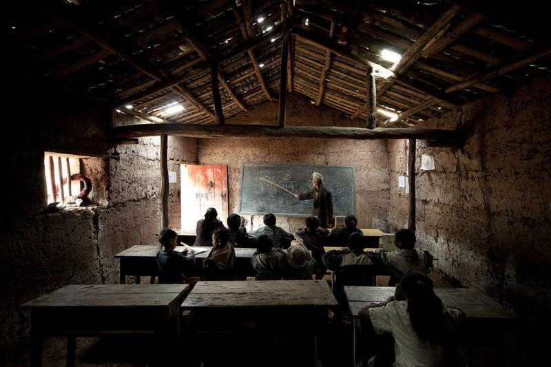 河南省:提高乡村教师待遇,两年后不低于公务员