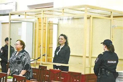 获刑7年监禁的前任法官斯韦特拉娜?马尔季诺娃(中)