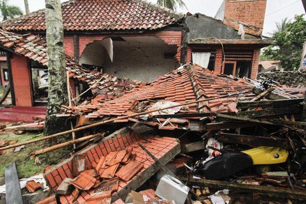 印尼海啸遇难人数升至281人  灾区一片狼藉