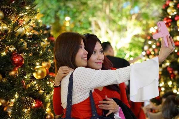 香港市民感受圣诞气氛