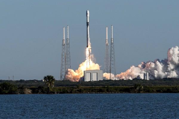 连续推迟四次!SpaceX成功发射美国三代GPS首颗卫星