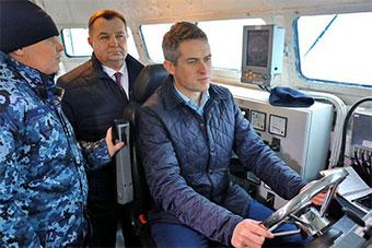 英国国防大臣登乌克兰军舰 称要维护航行自由