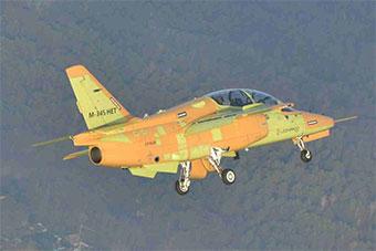 意大利自研M345教练机正式首飞