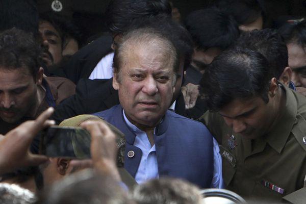 巴基斯坦前总理谢里夫被判处7年监禁