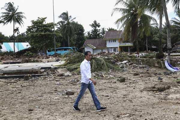 印尼海啸已致373人死亡 总统佐科视察灾区