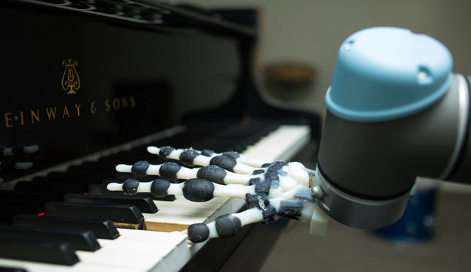 研究人员用3D打印技术制造机器人手 能弹奏音乐
