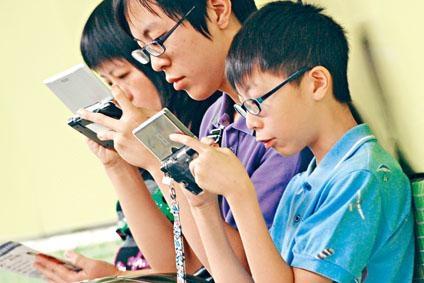 日本小学生和高中生的视力飞速下降 受智能手机等影响巨大