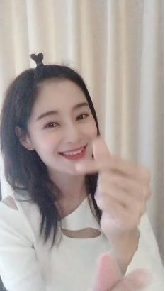 """王媛可带火新发型 网友在线求""""纯妃""""出教程"""
