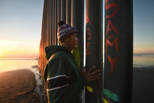 """一道难以跨越的坎:中美洲移民与""""美国梦""""渐行渐远"""