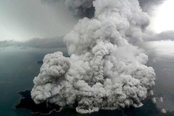 印尼海啸由火山喷发引起 崩塌面积相当于90个球场