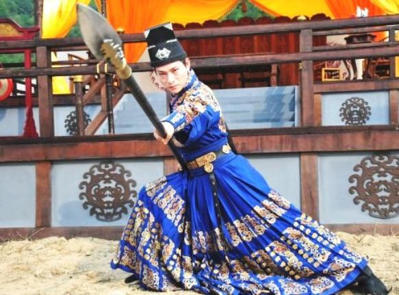 他是刘德华的御用替身,曾被曝娶刘德华前任,如今拿下温哥华影帝