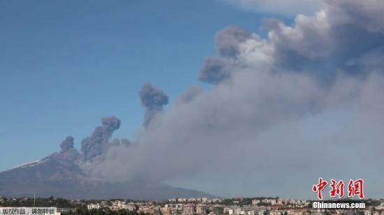 意大利埃特纳火山发作 致周边部门空域封锁