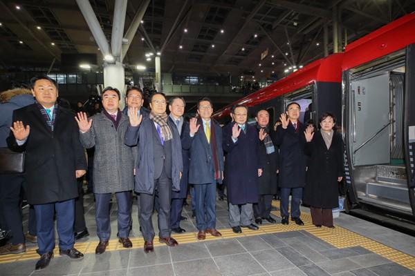 朝韩铁路对接项目开工仪式今日举行 韩方人员启程赴板门店