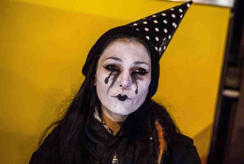 """德动物保护者化身""""悲伤小丑""""抗议马戏团"""