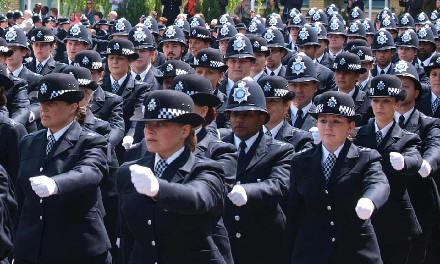 过去的六年 英国男警察被指控性骚扰数百次