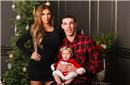 复合了?球哥圣诞跟女友拍全家福 怀抱女儿显父爱