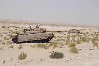 法国陆军勒克莱尔坦克训练场进行实弹射击