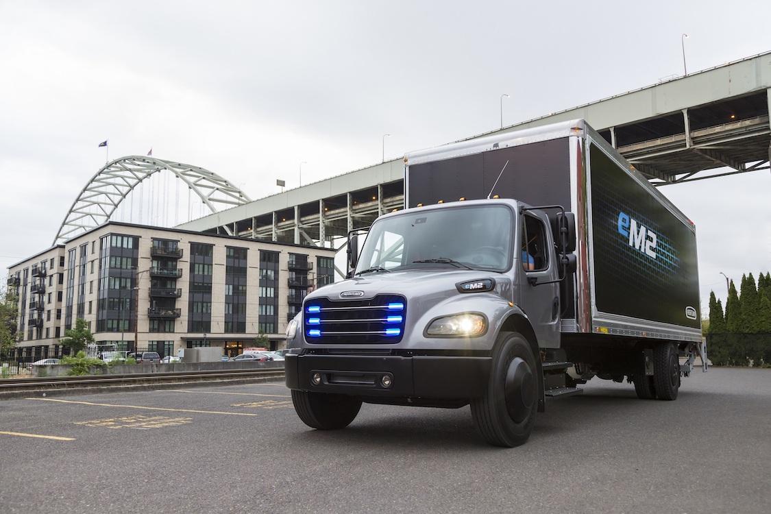 戴姆勒在美交付首辆纯电动货车 电动化阵容拓宽