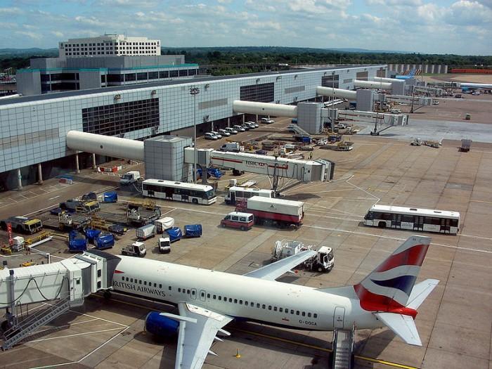 """英国警方使用""""军用级""""措施让盖特威克机场免受无人机侵扰"""