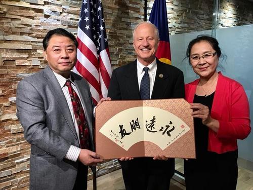 美联邦众议员颁发纪念状 感谢华人在美传播中华文化