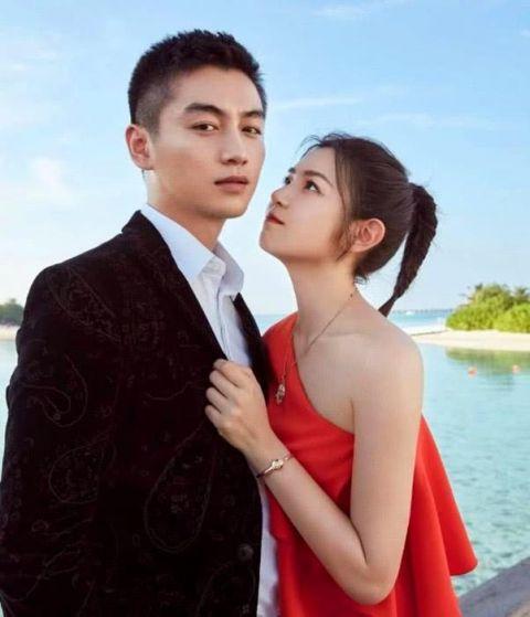 陈晓夫妇浪漫写真大片:陈妍希纯情,陈晓满眼都是爱