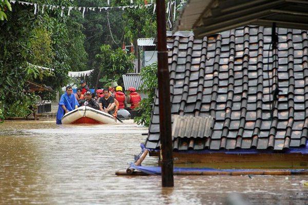 雪上加霜,印尼海啸灾区遭遇暴雨极端天气